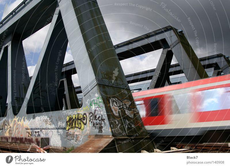 Nahverkehr Eisenbahn Brücke Güterverkehr & Logistik Gleise U-Bahn Personenverkehr S-Bahn Verkehrsmittel Pendler Infrastruktur Berufsverkehr