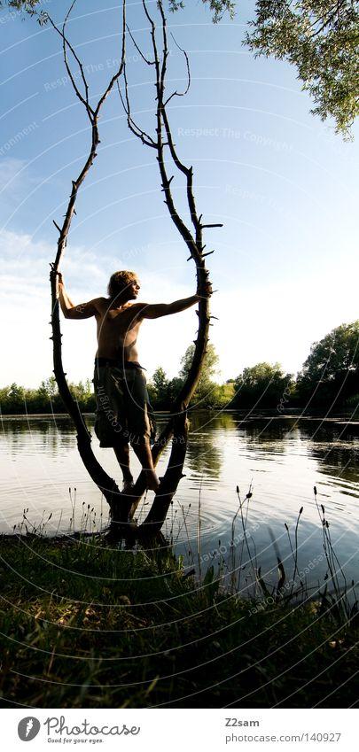 morgen wieder arbeit! Mensch Mann Jugendliche Wasser Himmel Baum Sonne grün blau Sommer ruhig Ferne Erholung Arbeit & Erwerbstätigkeit Wiese Gras