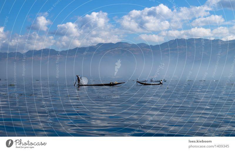 Fisher at bright Inle Lake Ferien & Urlaub & Reisen Sommer Landschaft Wolken Berge u. Gebirge See Freizeit & Hobby Tourismus Unendlichkeit Frieden Tradition