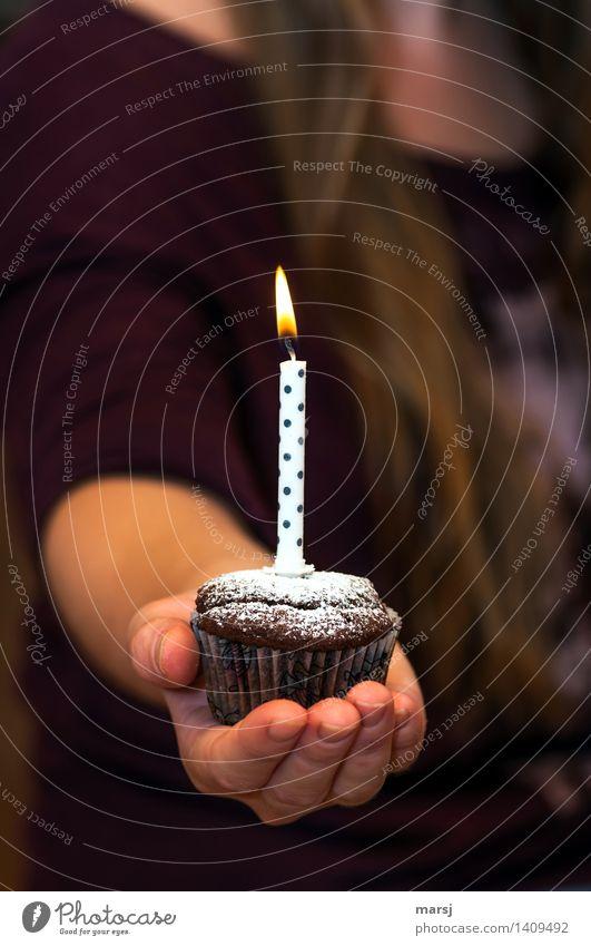 Nur für dich! Hand Freude Feste & Feiern Stimmung leuchten Geburtstag Geschenk Kerze harmonisch Flamme gepunktet festlich schenken Präsentation Muffin besinnlich