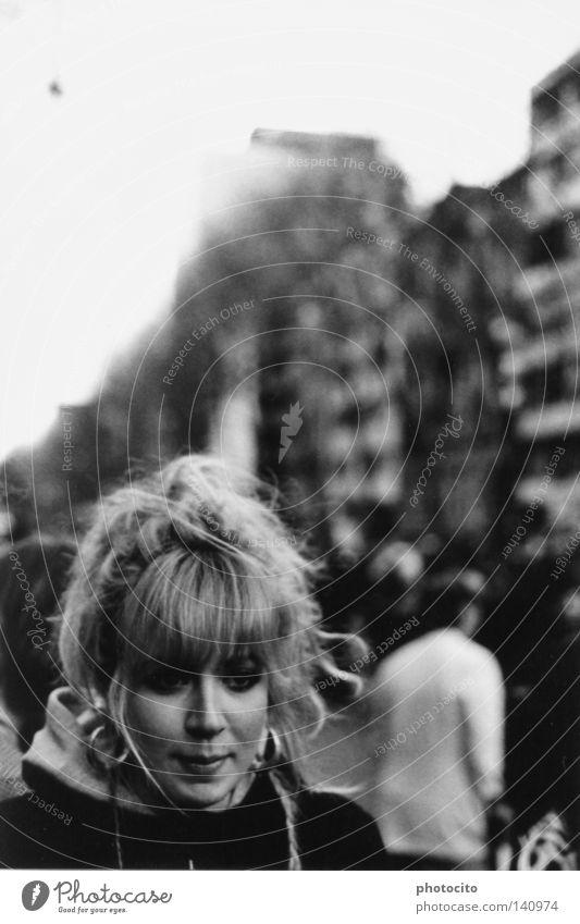 allein unter menschen Köln Schwarzweißfoto Porträt Haare & Frisuren Jugendliche schön blond Deutschland Denken Hoffnung youth beautiful Glück