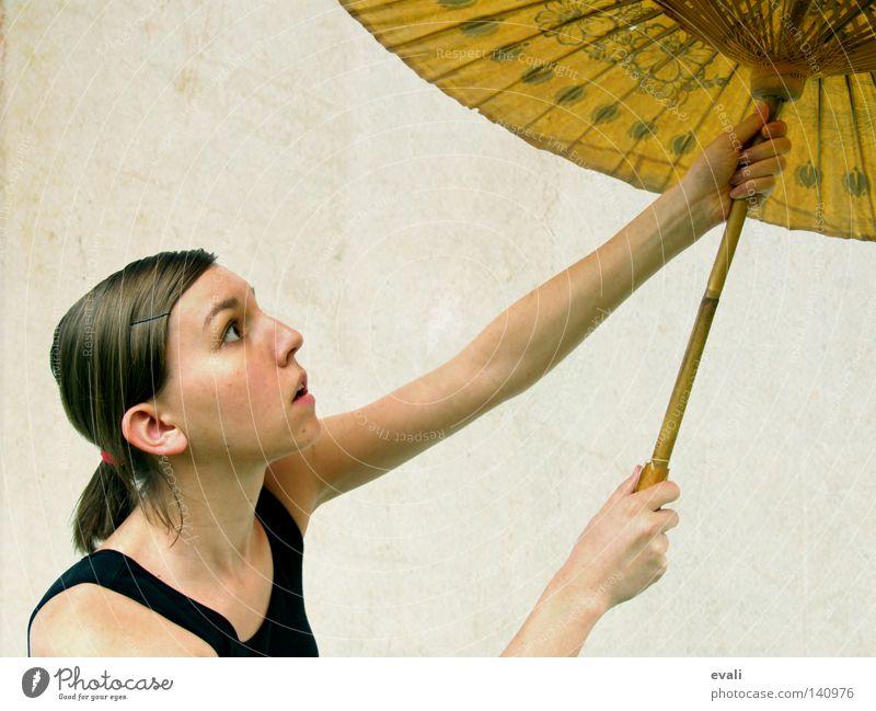 And our love will take us away Porträt Frau schwarz Sonnenschirm woman Haare & Frisuren hair Gesicht face black umbrella