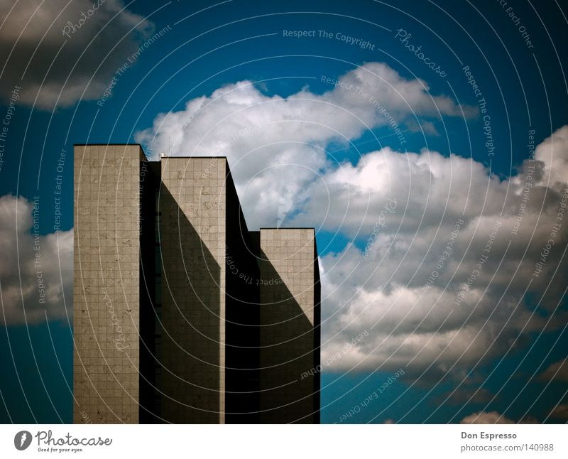 |||-3 Himmel Stadt Wolken oben Architektur grau Gebäude Business Arbeit & Erwerbstätigkeit hoch Hochhaus groß Hamburg trist Turm