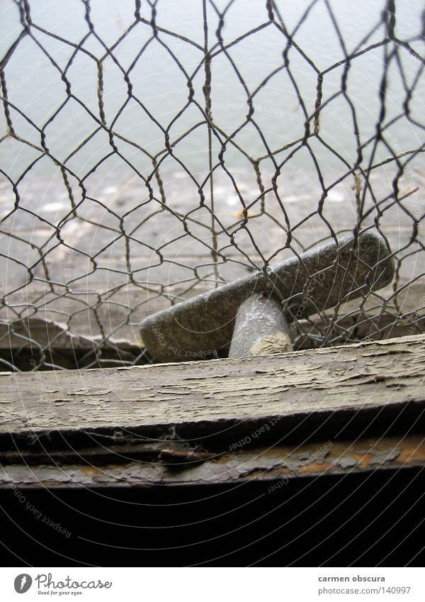 Spreeblick Fenster Nebel Industrie Aussicht Rost Griff Gitter Splitter