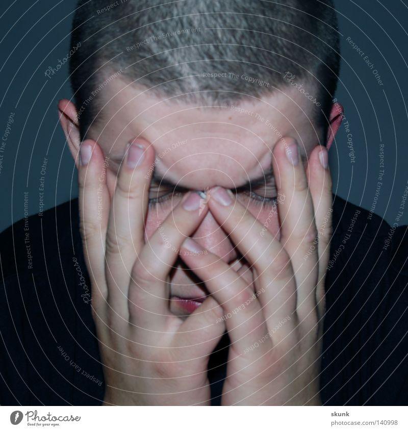 Verbuddelt. Und was jetzt? Gesicht Nase Wimpern Lippen Ohr Stirn Finger verdeckt Hautfalten Nervosität Denken lernen In sich gekehrt Einsamkeit ruhig