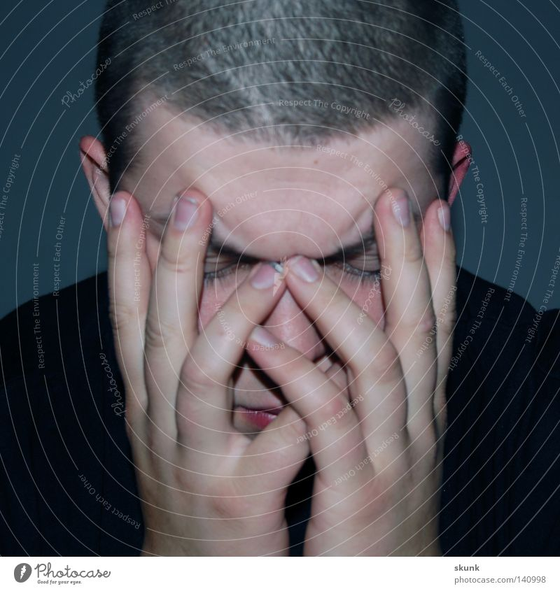 Verbuddelt. Und was jetzt? Gesicht ruhig Einsamkeit Denken Zusammensein Nase Finger Studium lernen Ohr Lippen Hautfalten Konzentration Wimpern Nervosität