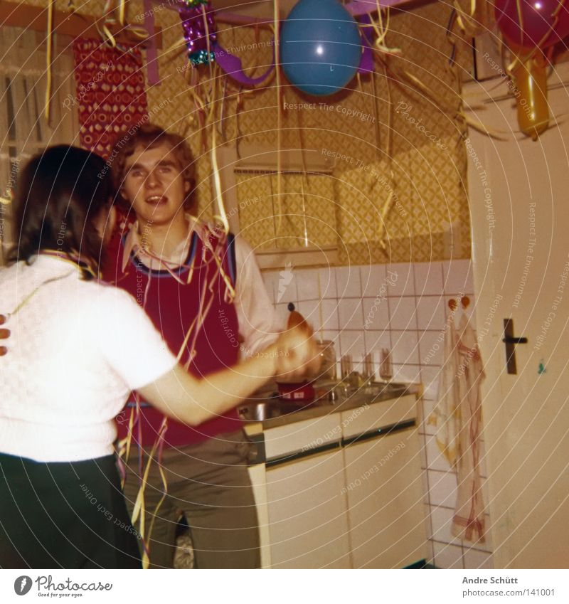 Die besten Partys... Küche Neunziger Jahre 19 Luftschlangen mehrfarbig retro Freude Silvester u. Neujahr Tanzen Luftballon Partygast old-school Weste