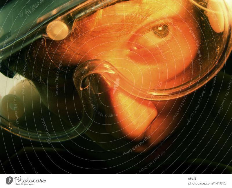 da blick' ich nicht durch! Mensch Jugendliche Gesicht Auge Farbe dunkel Beleuchtung Nase Bekleidung Sicherheit nah Schutz Neugier Konzentration Kunststoff Gemälde