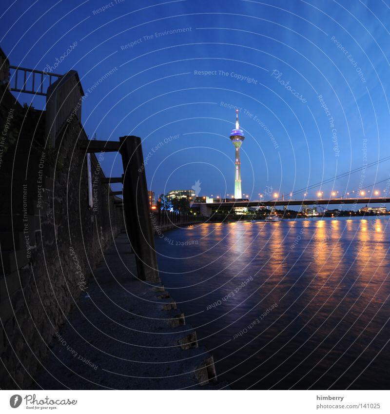 finalisiert in berlin Düsseldorf Rhein Rheinturm Fernsehturm Stadt Abend Lifestyle modern Straße blau Nachtleben Lampe Beleuchtung Veranstaltungsbeleuchtung