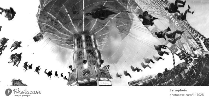 Merry-go-round Mensch schön Freude Freiheit Kraft Geschwindigkeit Fröhlichkeit Lebensfreude analog Dynamik Jahrmarkt Lust Verabredung Entertainment Karussell negativ
