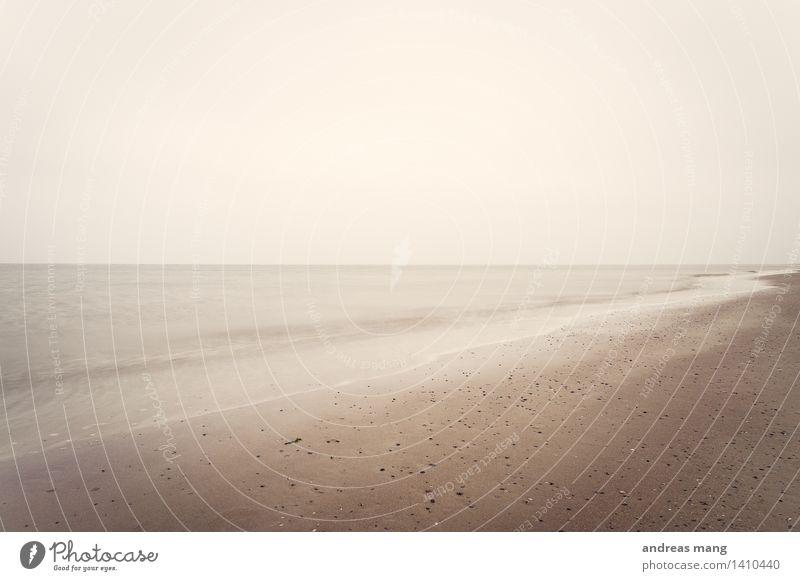 #310 / ruhige Weite Landschaft Sand Wasser Wolkenloser Himmel Horizont Wellen Küste Seeufer Strand Nordsee Ferne Unendlichkeit maritim braun bescheiden
