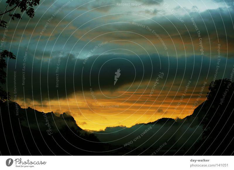 Heaven to Hell Natur Himmel Wolken Farbe Berge u. Gebirge Alpen Gewitter Unwetter Abenddämmerung Hölle unheimlich Formation Färbung