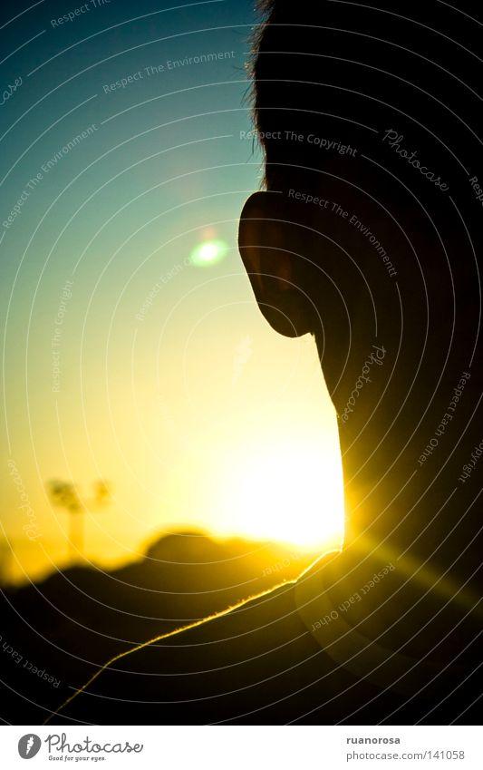 Mensch Mann Jugendliche Sonne blau Sommer gelb glänzend Scheune Abenddämmerung Uhlenflucht Sonnenfinsternis