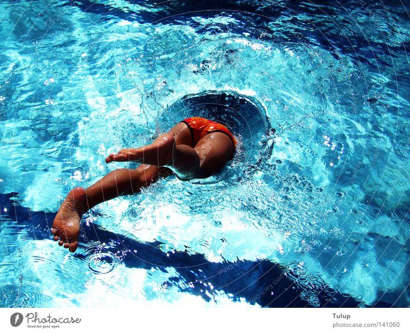 Kopfsprung Mensch Ferien & Urlaub & Reisen blau Wasser Sommer Freude kalt Sport Spielen Schwimmen & Baden springen Beine Fuß Freizeit & Hobby nass Schwimmsport