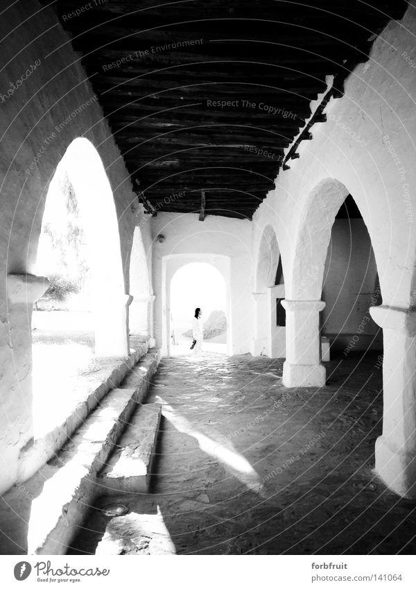 """Sonntags """"nach der Kirche"""" ... Mensch alt weiß Erwachsene Architektur Freiheit Religion & Glaube Kunst Treppe frei Perspektive Hoffnung Kultur Mitte historisch"""
