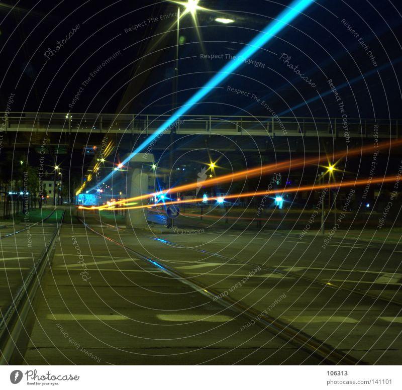 08.Risiko blau Stadt Einsamkeit Straße Farbe Lampe dunkel Bewegung Linie hell Beleuchtung orange Angst Stern fliegen Eisenbahn