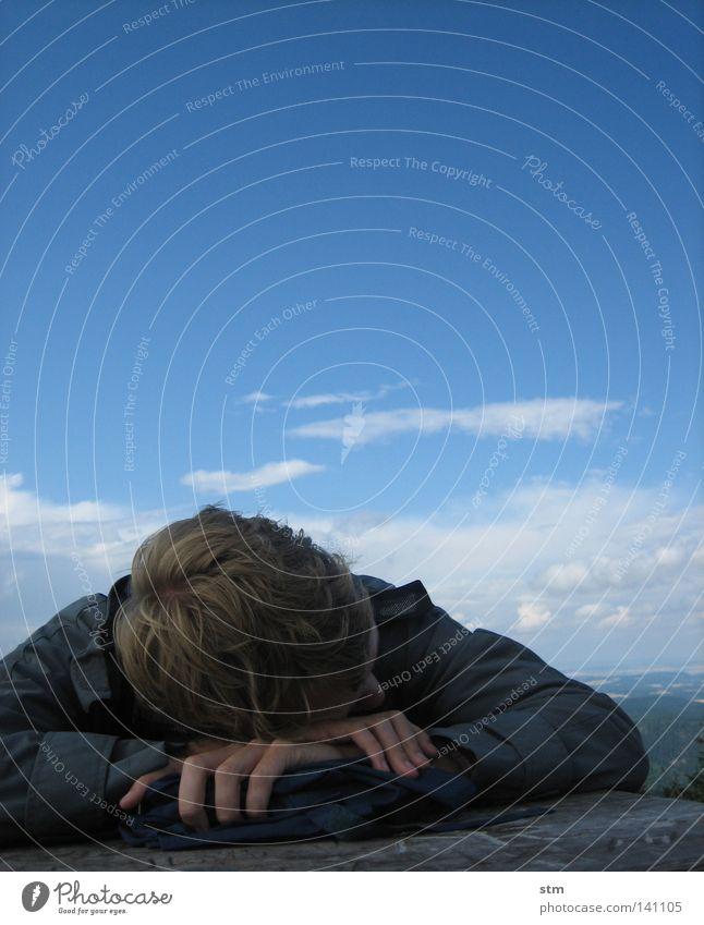wolf im schafspelz [blau 08] Mann Jugendliche schön Himmel ruhig Wolken Erholung träumen Denken wandern schlafen Pause Gedanke Schwäche Fantasygeschichte