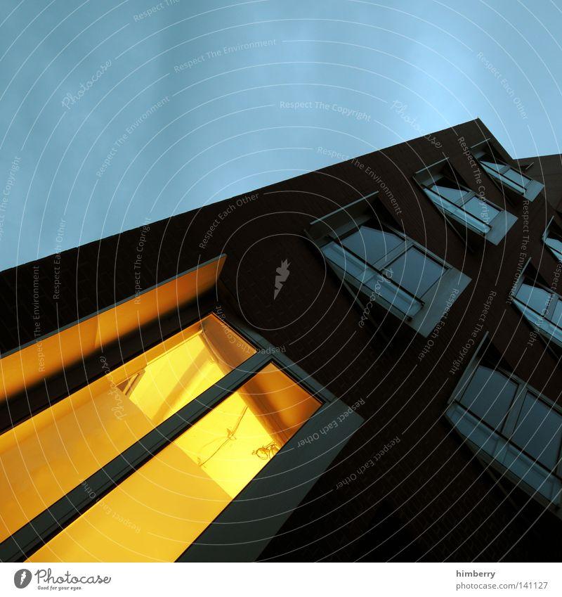 lichterloh Haus kalt Fenster Wand Architektur Wärme Mauer Stein Gebäude Arbeit & Erwerbstätigkeit Tür Beleuchtung Fassade modern Bodenbelag