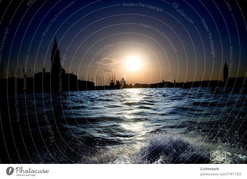 träume doch mal in venedig Himmel blau Wasser Stadt Ferien & Urlaub & Reisen Sonne Meer ruhig Erholung Bewegung Glück Küste Gebäude träumen Luft Wellen