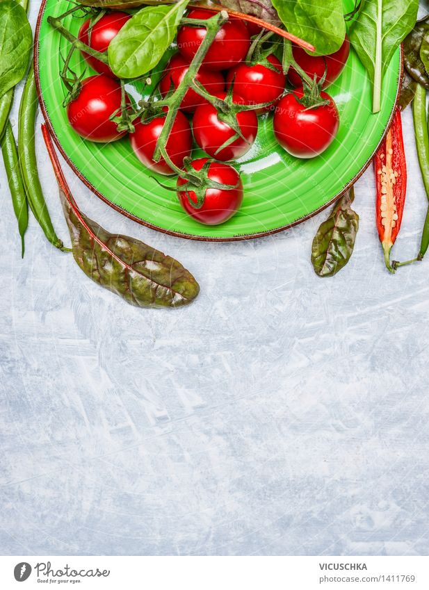 Frische Tomaten in grünem Teller Lebensmittel Gemüse Salat Salatbeilage Ernährung Mittagessen Festessen Bioprodukte Vegetarische Ernährung Diät Stil Design