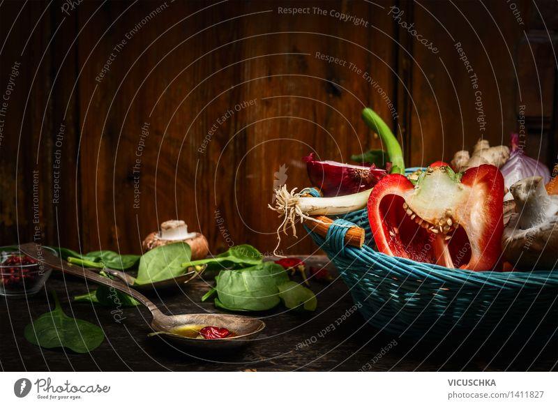 Frisches Gemüse im blauem Korb , Kochlöffel und Zutaten Natur Gesunde Ernährung Leben Stil Hintergrundbild Lebensmittel Design Tisch Kochen & Garen & Backen