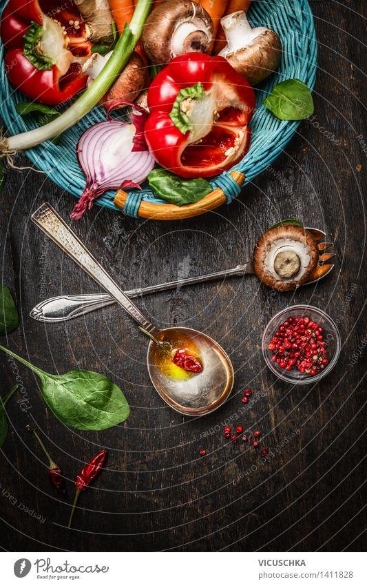 Frisches Gemüse im Korb , Kochlöffel mit Öl Lebensmittel Kräuter & Gewürze Ernährung Mittagessen Abendessen Festessen Bioprodukte Vegetarische Ernährung Diät