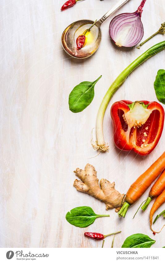 Frisches Gemüse für gesundes Essen Lebensmittel Salat Salatbeilage Kräuter & Gewürze Öl Ernährung Mittagessen Abendessen Bioprodukte Vegetarische Ernährung Diät