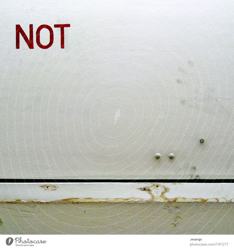 Negation weiß rot Wand Angst Tür Sicherheit Schriftzeichen Buchstaben Panik notleidend Niete Notfall Schacht Fingerabdruck