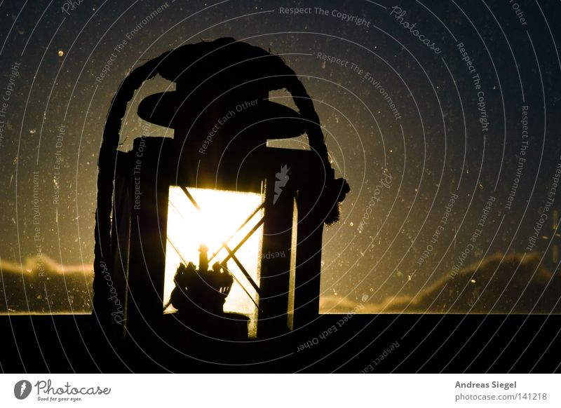 Morgenlichtlampe Wolken Lampe Fenster hell Beleuchtung dreckig Laterne Fleck Fensterscheibe Erkenntnis gefleckt Himmelskörper & Weltall Lampion Öllampe