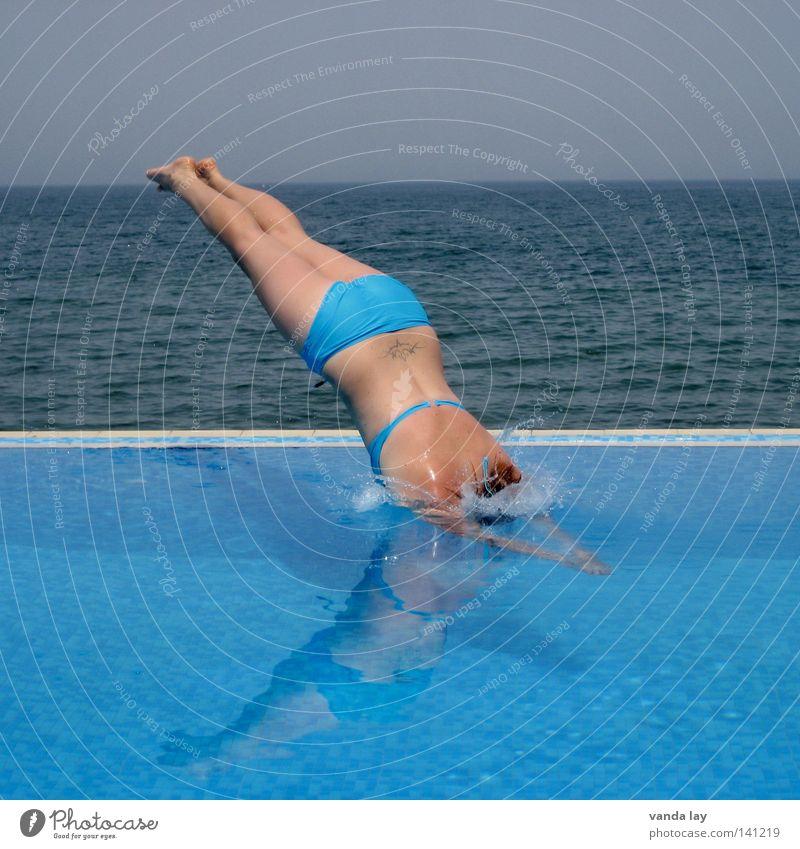 Kopfsprung Deluxe VII Sommer Schwimmbad Ferien & Urlaub & Reisen Meer Badeanzug Bikini Kühlung springen Frau spritzen nass blond türkis braun Sonnenbad kopflos