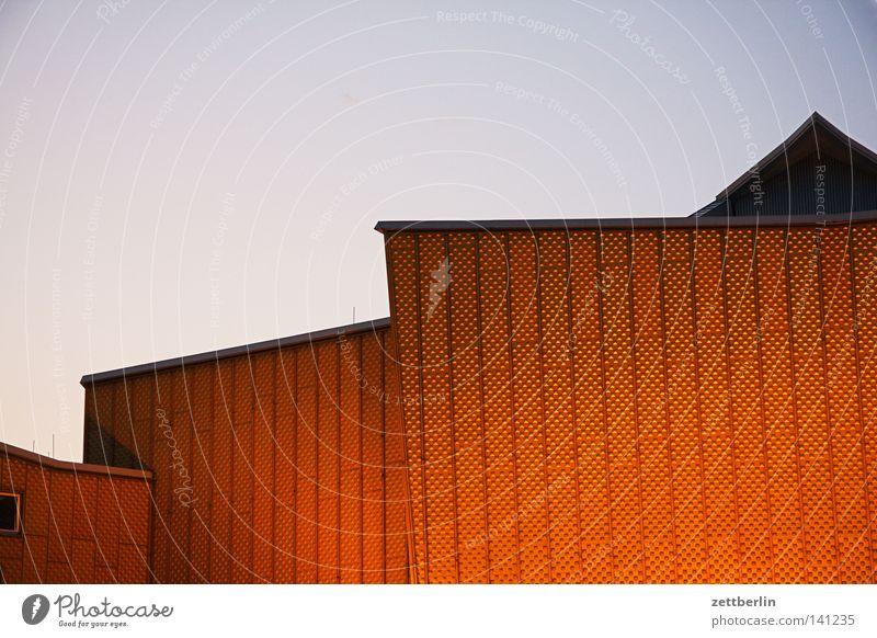 Philharmonie abends Himmel Sommer Wolken Berlin Wand Architektur Fassade modern Kultur Spitze Konzert Veranstaltung Denkmal Wahrzeichen Abenddämmerung