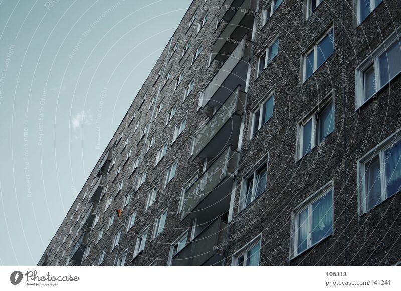 SV GEROKSTRASSE Himmel blau Stadt rot schwarz Haus Fenster Graffiti Wand Leben Architektur grau Stein Gebäude Traurigkeit hell
