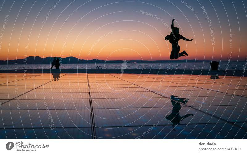 jump jump jump around :) Meer Freude Ferne Bewegung Spielen Glück Feste & Feiern außergewöhnlich springen Horizont Zufriedenheit leuchten Erfolg Fröhlichkeit