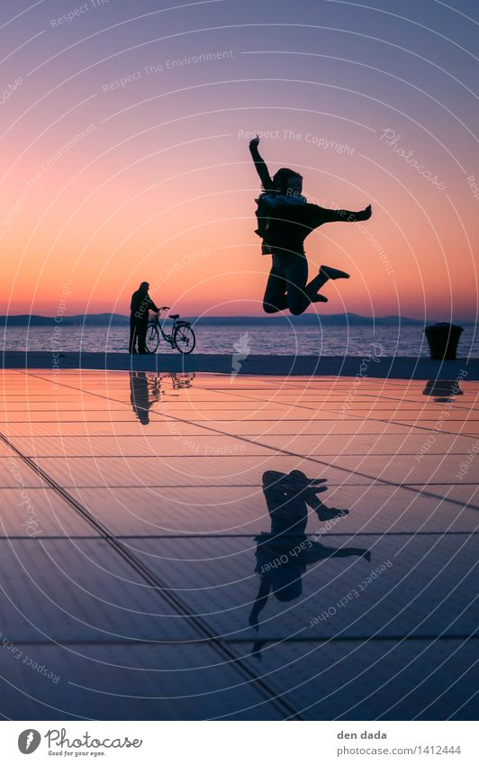 jump jump jump around :) Mensch Ferien & Urlaub & Reisen Meer Bewegung Glück lachen Feste & Feiern außergewöhnlich springen träumen Erfolg Fröhlichkeit
