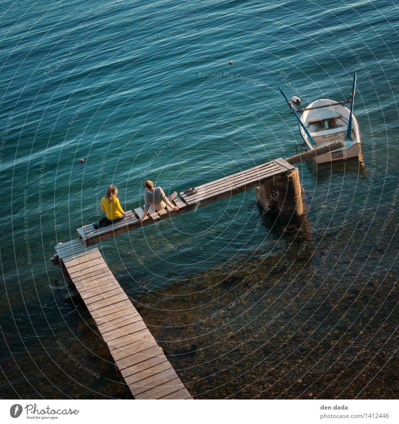 zweisam einsam Ferien & Urlaub & Reisen Ausflug Freiheit Sommer Sommerurlaub Sonnenbad Meer Ruderboot Mensch Junge Frau Jugendliche Junger Mann Freundschaft