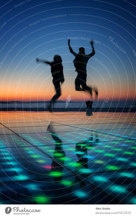 jump jump jump around :) Mensch Ferien & Urlaub & Reisen Jugendliche schön Erholung Meer Freude 18-30 Jahre Erwachsene Bewegung Feste & Feiern außergewöhnlich