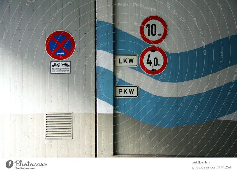 Tiefgarageneinfahrt Farbe dunkel Freiheit PKW Wellen Beton Ordnung Kommunizieren Niveau Lastwagen Schilder & Markierungen Eingang tief Tradition Garage