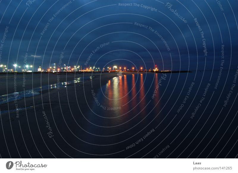 hafenleuchten Mensch Wasser Meer Stadt Strand ruhig Wolken Lampe dunkel träumen Traurigkeit PKW Sand Wasserfahrzeug Deutschland KFZ
