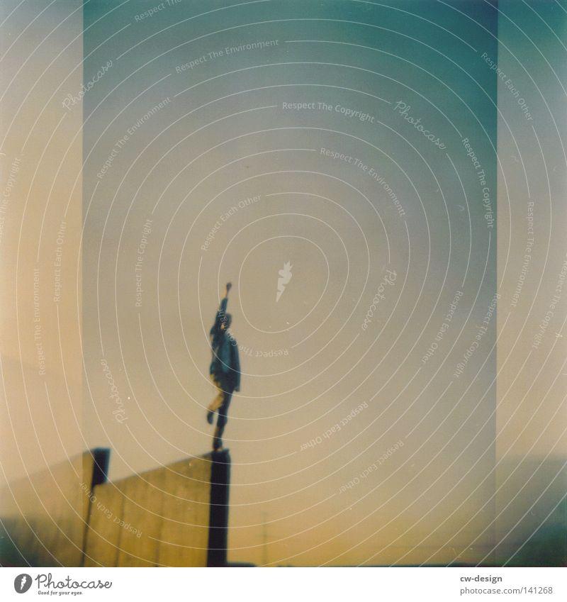 hOlGa | to do one's daily dozen Holga mehrfarbig Aussicht Luft Horizont Schatten beige Abend Mann Stil flach Quadrat gelb braun Ocker Richtung Langeweile Design