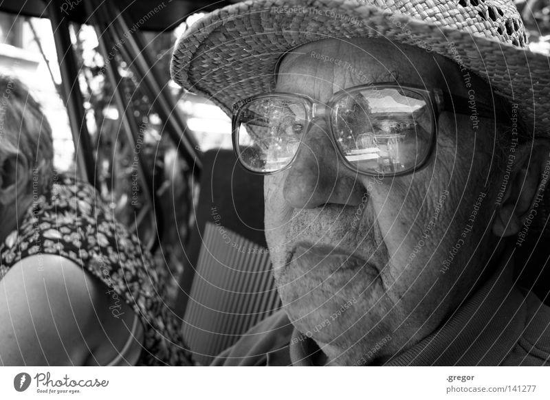 Wise Guy Großvater Senior ruhig schweigen ruhen Wachsamkeit Erinnerung Weisheit klug alt Vergänglichkeit Vergangenheit Strohhut Brille Reflexion & Spiegelung