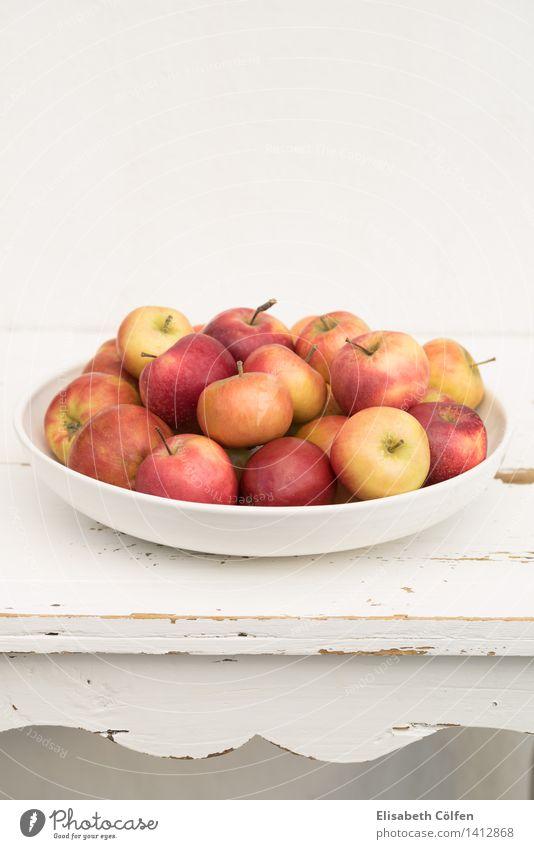 Dänische Äpfel Frucht Apfel Schalen & Schüsseln frisch rot Holztisch Dänemark Lebensmittel lokal Farbfoto Innenaufnahme Menschenleer Textfreiraum oben Tag