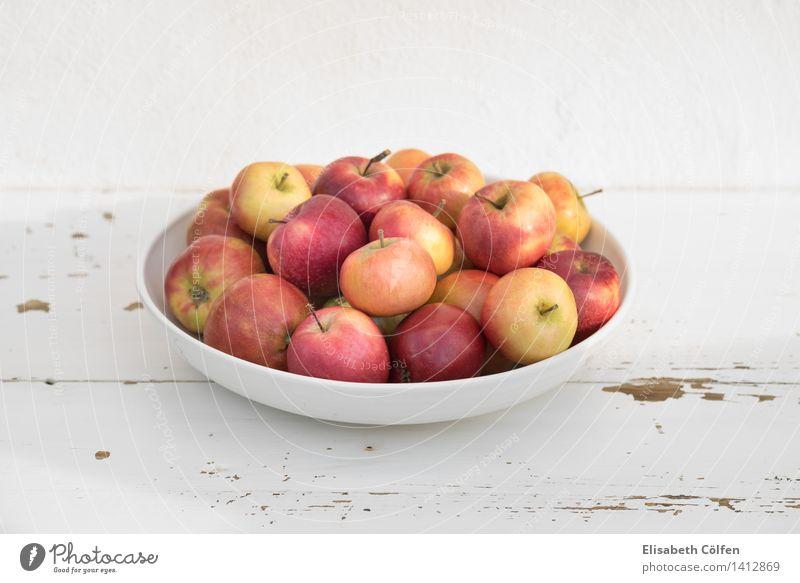 Dänische Äpfel Frucht Apfel Schalen & Schüsseln frisch rot Food Essen dänisch Holztisch Farbfoto Tag