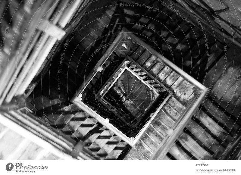 Nachmieter gesucht III Haus Berge u. Gebirge Holz Treppe Häusliches Leben Treppenhaus Flur