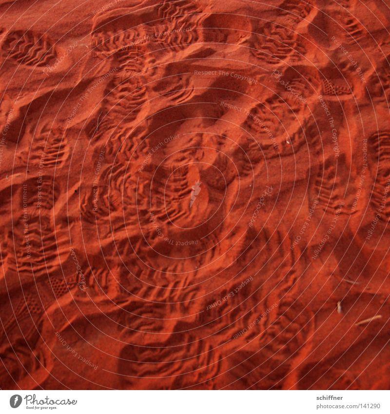 Viel los auf dem Mars Gras Stein Sand Erde Küste Wellen Wind Wüste dünn Spuren Sturm trocken Fußspur Naher und Mittlerer Osten durcheinander