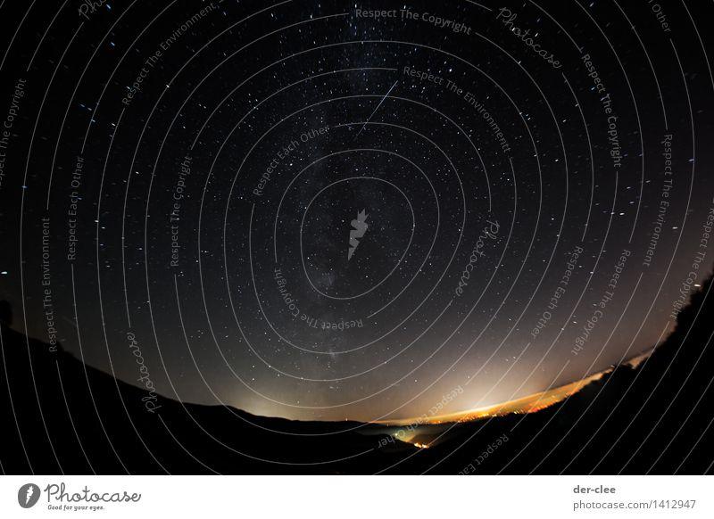 Stern am Himmel Feierabend Fortschritt Zukunft Umwelt Natur Landschaft Erde Wolkenloser Himmel Horizont Blitze Milchstrasse Galaxie Sternschnuppe Sternenhimmel