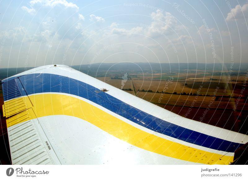 Abgehoben Himmel Farbe Wolken Landschaft Luft Feld fliegen Flugzeug Luftverkehr Streifen Tragfläche Harz