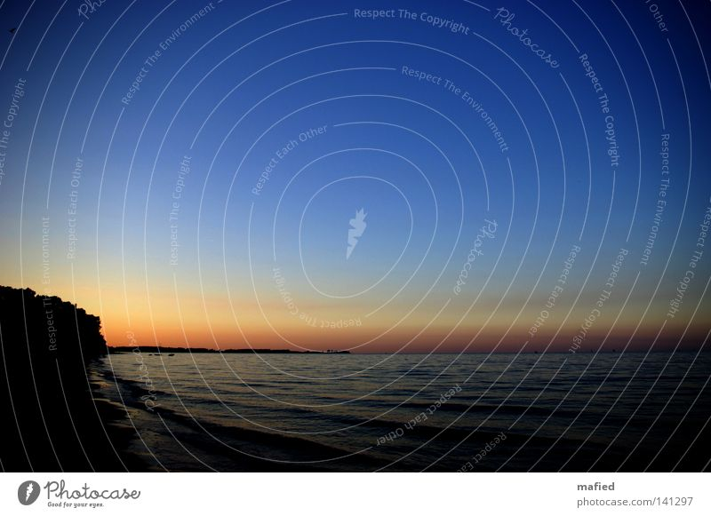 Feierabend Wasser Himmel Sonne Meer blau rot Sommer Strand ruhig schwarz gelb Ferne Erholung grau Sand orange