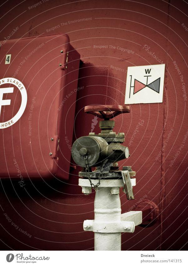 Marx' Erbe an den Klempner Wasser weiß rot Metall Wasserfahrzeug Hinweisschild Fluss Schifffahrt Kasten Eisenrohr Handwerk Gift Wasserhahn