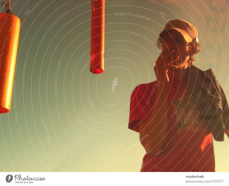 VERBRENNEN Himmel Typ Mann Kerl Mensch Meteorologie Wetter Physik Wüste Tabakwaren Rauchen rauchend Lampe orange Mütze Baseballmütze T-Shirt Jugendliche Sommer