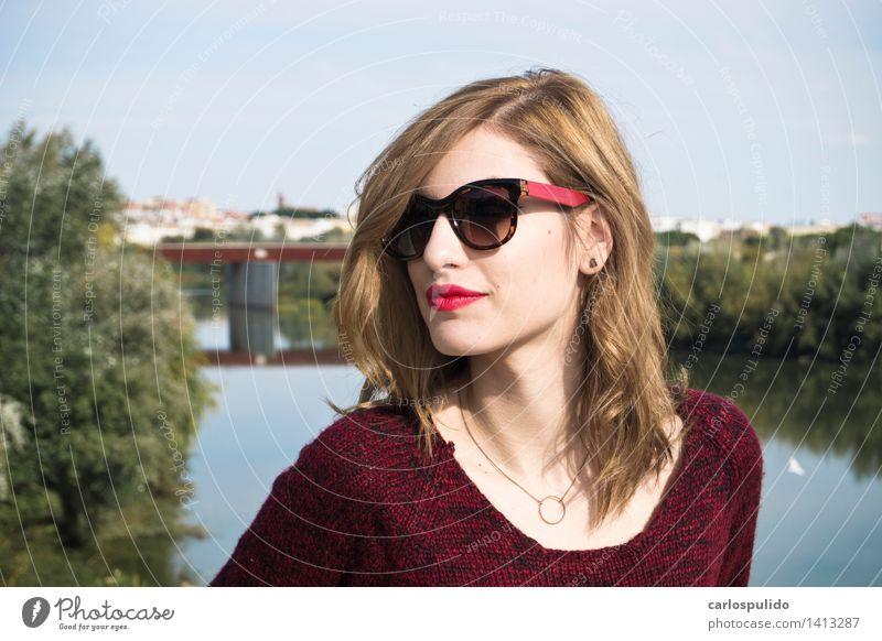 # 1413287 Lifestyle schön Gesicht feminin Junge Frau Jugendliche Erwachsene Mensch 18-30 Jahre Brücke Pullover Stoff Brille blond niedlich Erotik Stadt